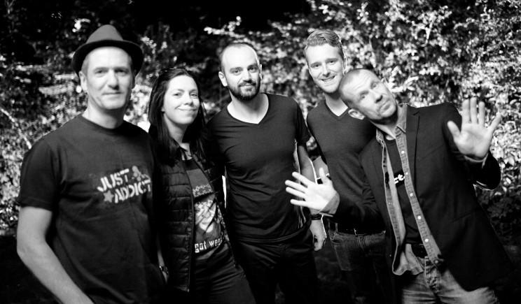 Just Addict, groupe pop-rock du Nord, anime vos soirées (mariage, soirées privées, corporate, cafés-concert...)